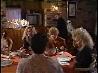 Waiter under the table flv Mp4