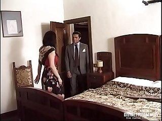 La signora si fa scopare dall amico del marito nella nuova casa di campagna
