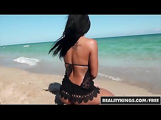Ebony beach girl (Harley Dean) twerks it - Reality Kings