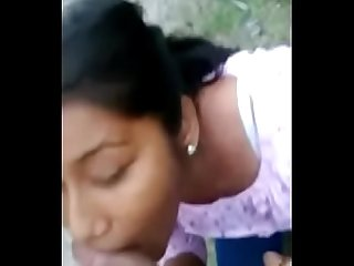 Desi girl reema sucking bf dick on the road