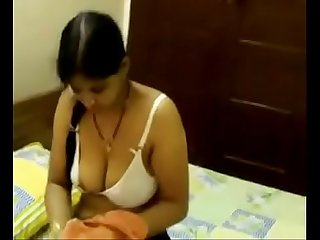 Desi girl removing her dress to his bf