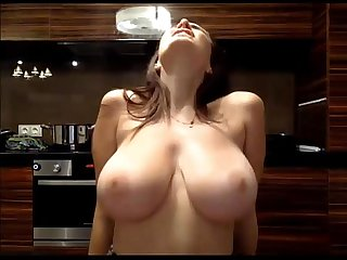 Big Tits Teen Jiggles em' - Dirtyyycams.com