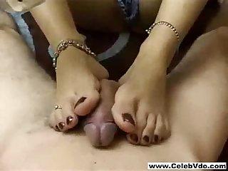 Honey i want a footjob
