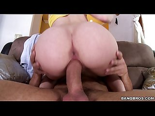 Sydney Cole bounces that nice booty