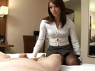 Jessica Pressley gives a harsh handjob