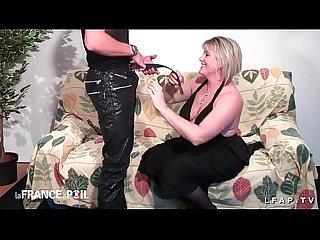 Casting amateur d une maman cougar sodomisee et fistee avec un boobjob