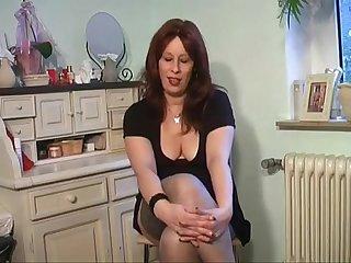 Horny mature milf roaring orgasm