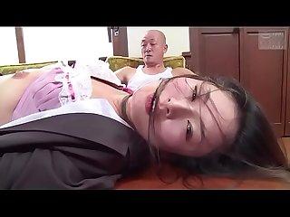 Japanse zakenvrouw gedwongen door haar baas zie meer tinyurl com y7xv2nfd