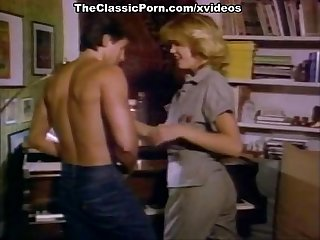 Christy canyon bunny bleu blondi in vintage sex movie