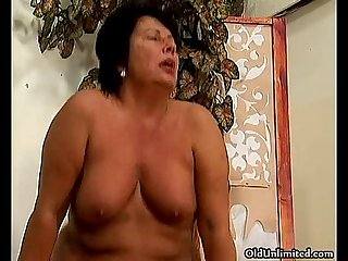 Thick mature mom loves riding big cock