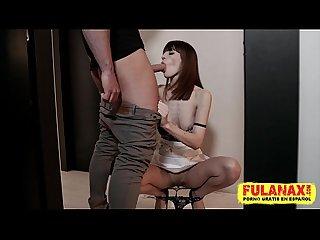 Carol vega de sirvienta con Su culazo y sus hermosas piernas