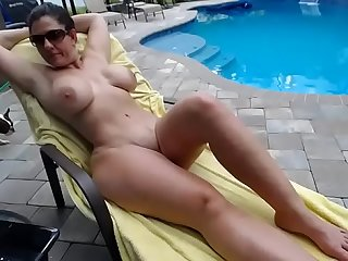 Couple fucks by the pool - neofuxcams.com