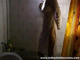 indian girl meenal sood homemade self recorded shower exposing herself off