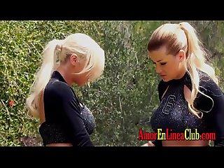 Lesbianas calientes Jugando