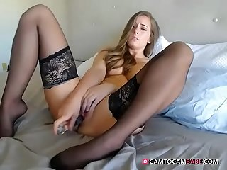 Pretty girl enjoys toys fucking her pussy live video cam
