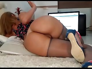 Hot brunette big phat ass lived show