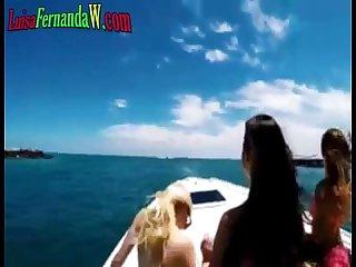Cogiendome follandome a estas jovencitas Putas en mi barco les doy Duro por zorras reciben mucha pol