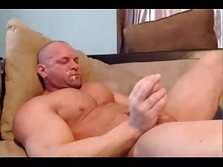 Str8 bodybuilder stroke and shot in his mouth