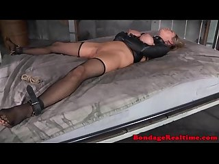 Leatherclad sub gets doublepenetration