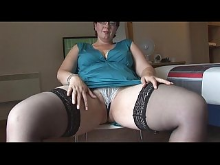 Busty mature bbw spreads
