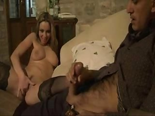 Babe masturbating herself