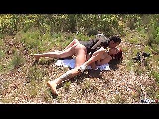 Julie valmont coquine rousse gros seins baise dans la garrigue provenale
