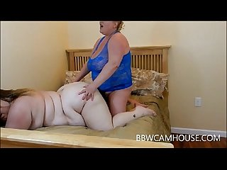 Sienna Hills fucks BBW MILF Pornstar Platinum Puzzy with strap on