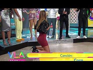 Natalia Valenzuela se manosea en tv Mexicana