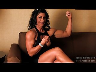 Blackdress muscle milf