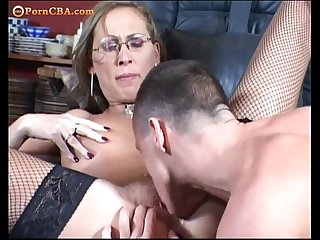 Hairy milf like a deepthroat and anal