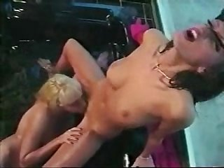 Diana and Anita Blond