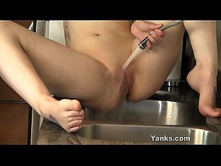 Sexy Elle Masturbating In The Sink