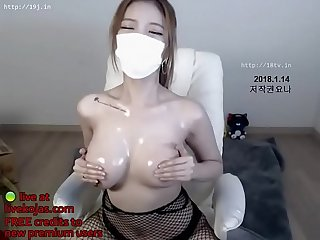 Korean bj oils her huge boobs live at livekojas com
