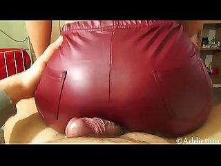 Assjob en leggins rojos con corrida