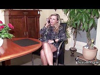 Deutsche milf hilft jungspund bei seinem ersten fick