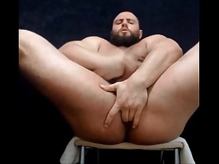 Hairy Muscle Bear webcam jerk off