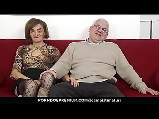 SCAMBISTI MATURI – Kinky anal sex session with horny mature swingers