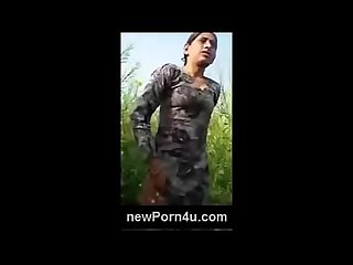 Desi bhabi remove cloths at jungle ready for giving fuck - newPorn4u.com