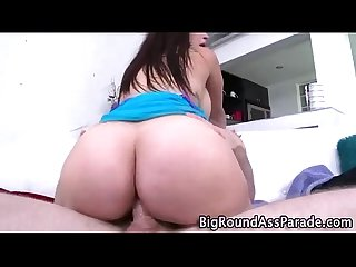 Round ass bounces as amateur slut