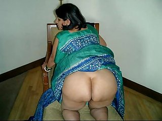 Indian Aunty Sari stripping