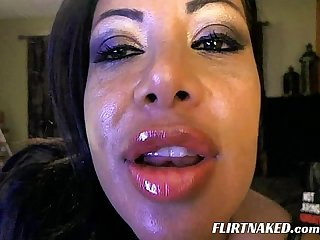 Big Lips MILF Show off on Cam