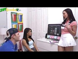 Mae pega filha chupando namorado www zapnovinhas com
