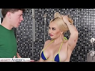Naughty America Kristen Connor (Claudia Valentine) fucks neighbor in the bathroom