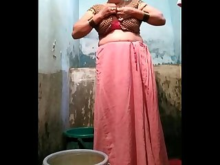 Indian desi village aunty bathing