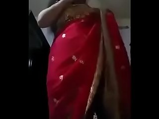 Horny Desi bhabhi enjoying with her loveover the phone call